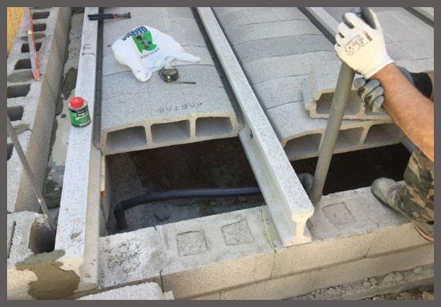Строительные работы в Бенидорме на этапе сооружения перекрытия, выполняемые нашей компанией.