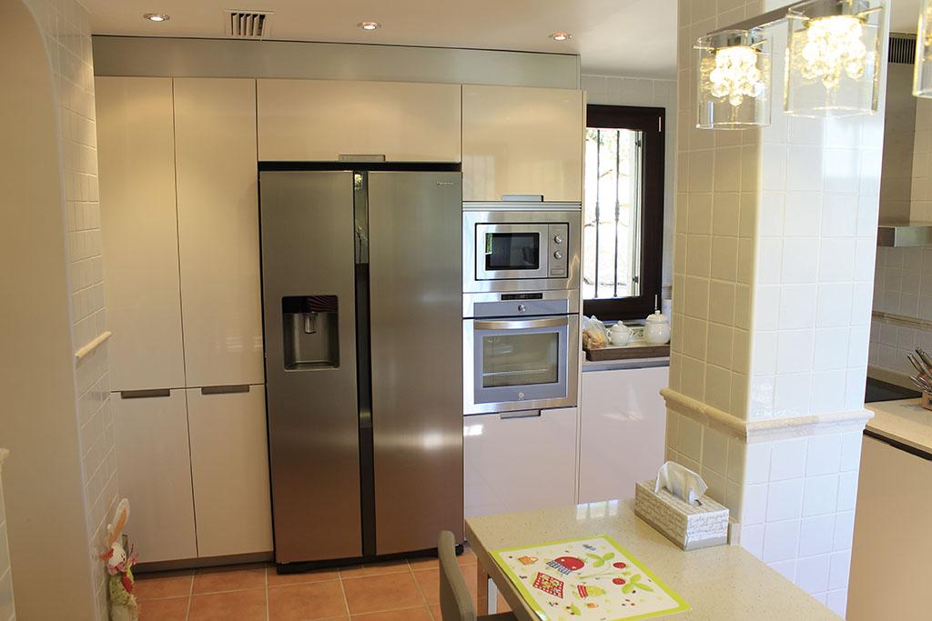 Mueble de cocina a medida altea alfainteriorismo - Mueble de cocina moderno ...